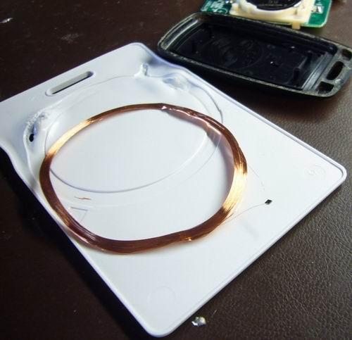 http://www.sparkfun.com/tutorial/KeyFob-RFID/KeyFob-RFID-4-M.jpg