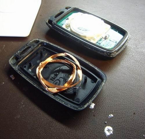 http://www.sparkfun.com/tutorial/KeyFob-RFID/KeyFob-RFID-6-M.jpg