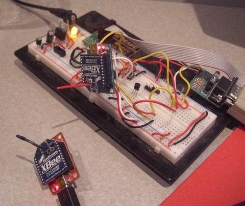 http://www.sparkfun.com/tutorial/WirelessBootloader/Breadboard-Testing-M.jpg
